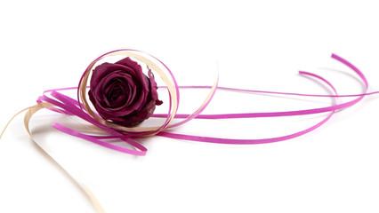 rose et ficelle cadeau