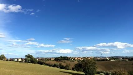 Nuvole su campagna, time lapse