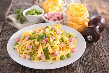 tagliatelle cooked with vegetable and bacon