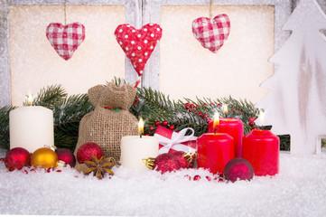 geschmücktes weihnachtsfenster