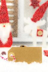 weihnachtsdeko mit schild zur werbefläche