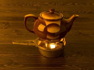 Teekanne mit Stövchen und Teelicht