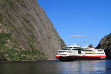 svolvaer trollfjord norvegia safari