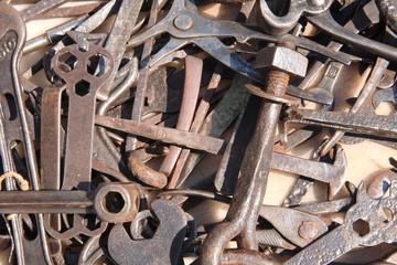 chiavi attrezzi in ferro per vecchi mestieri