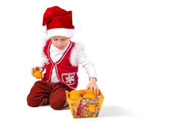 Gnome adds tangerines in the box for candy