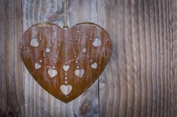 Coeur en métal découpé
