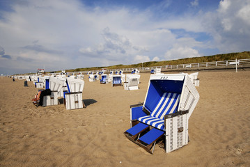 Blauer Strandkorb auf Sylt
