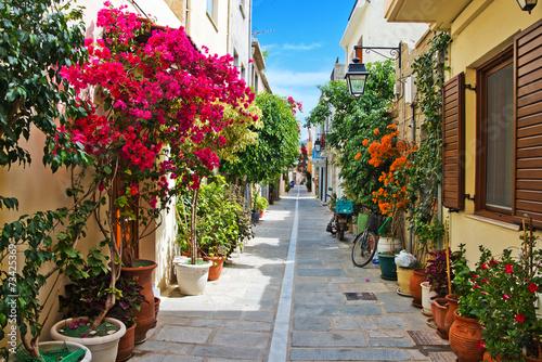 A narrow street in Rethymnon - 73425369