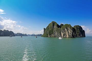 Fahrt durch die Halong-Bucht