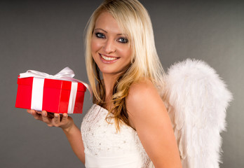 Weihnachtsengel mit Weihnachtsgeschenk
