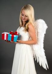 Weihnachtsengel mit Weihnachtsgeschenke