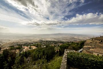 Volterra e campagna toscana