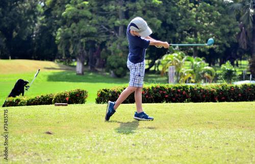 Papiers peints Golf jeune golfeur