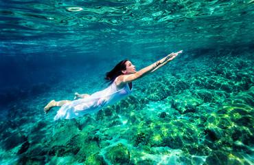 Refreshing swimming underwater