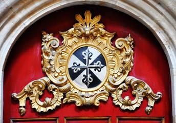 San Esteban de Salamanca, escudo de los dominicos