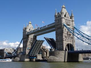 Tower Bridge London geöffnet
