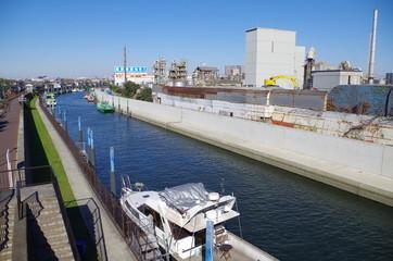 京葉工業地帯の旧江戸川