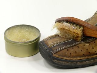 Schuhpflege mit Lederfett