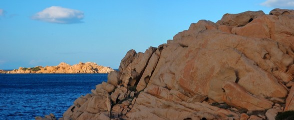 cornice di mare cielo e rocce
