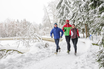 Jogger-Gruppe im Winter