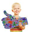 Kind hält Daumen hoch mit vielen Icons