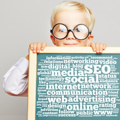 SEO und Social Media Text auf Tafel