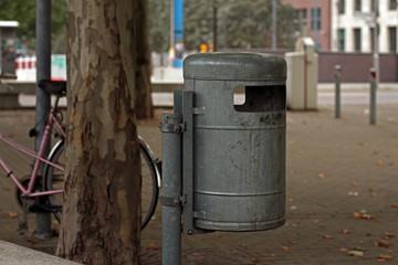 Städtische Mülltonne