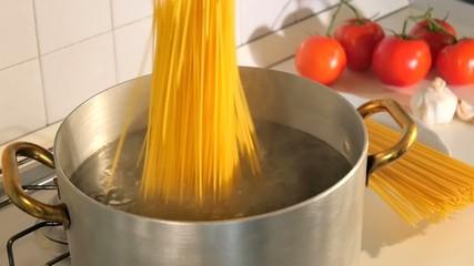 cooking italian spaghetti