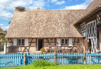 Maison ancienne alsacienne et nid de cigognes, Alsace