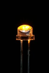 オレンジ色の発光ダイオード