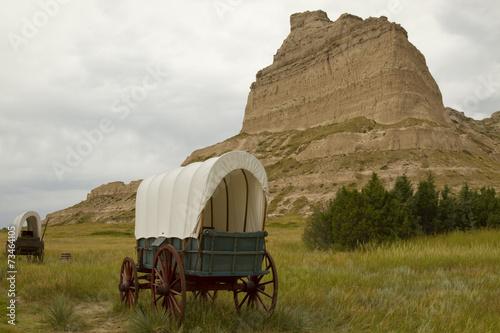 Leinwanddruck Bild Old Covered Wagon Landscape
