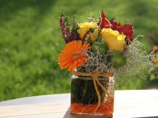 Herbstliche Blütendekoration