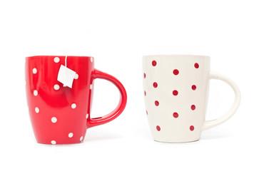 duo mugs rouge et blanc isolé sur fond blanc