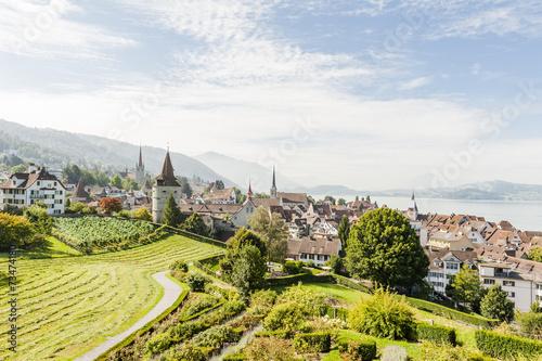 Leinwanddruck Bild Stadt Zug, Altstadthäuser, Aussichtspunkt, See, Sommer, Schweiz