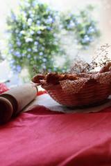 cesta con panes de semillas