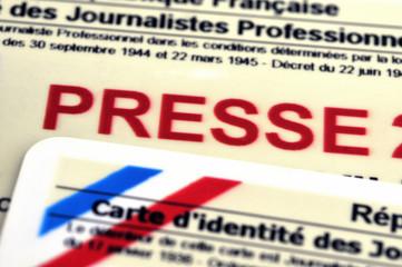 Gros plan sur une carte de presse