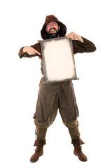 Lustiger Mann aus dem Mittelalter hält Pergamentrolle
