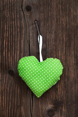 Grußkarte im Country Style: grün weiß gepunktetes Herz