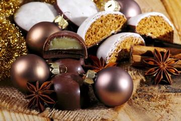 Panpepato e praline di cioccolato