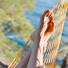 closeup picture of feet in a hammock