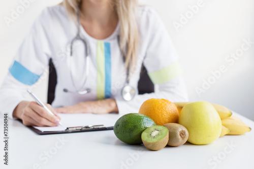 Dietitian doctor - 73504944