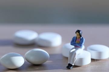 錠剤と女性