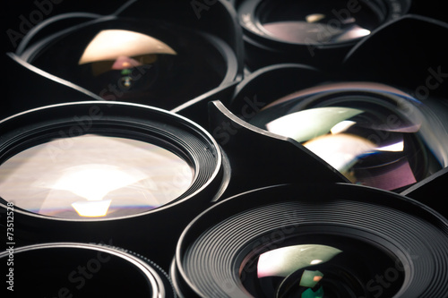 Set of DSLR lenses, different sizes and reflections. Side view. - 73512528
