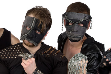 Image of the metal band with chain