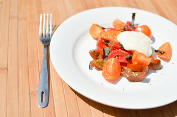 Tomato salad with sour cream sauce