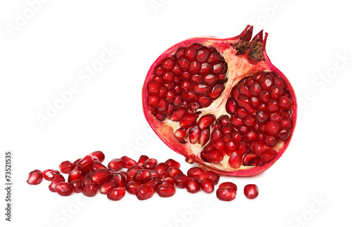 Foto op Aluminium Vruchten A half pomegranate with seeds (isolated)