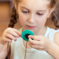 little girl to sew buttons