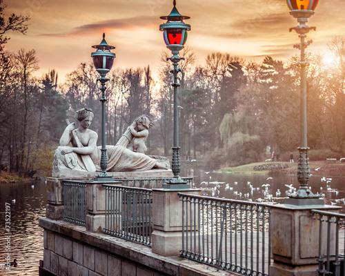 Zdjęcia na płótnie, fototapety na wymiar, obrazy na ścianę : statue in Lazienki Park Warsaw