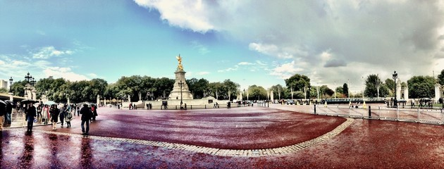 Wide panorama view of a London attraction