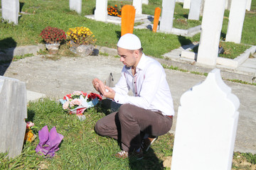 Islamic praying on dead person